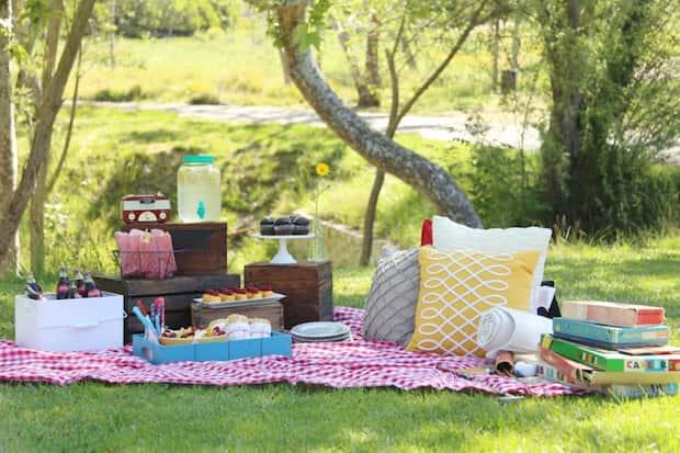 Manta para picnic ligera y resistente roja y blanca